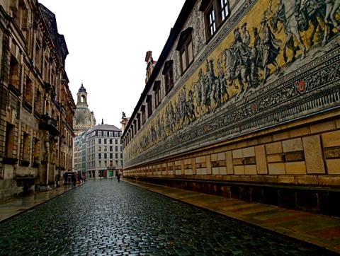 Fürstenzug Dresden bei Regen
