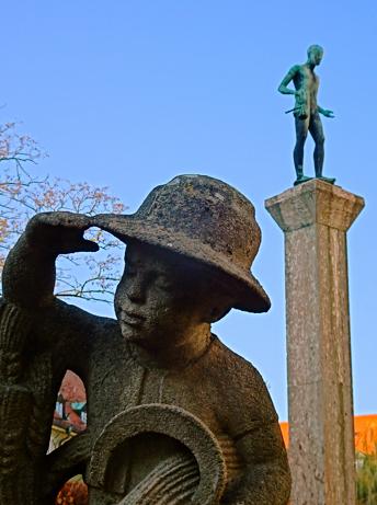 Statuen im Zentralhof der borstei München