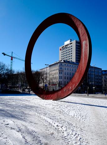 """Statue """"Der Ring"""" von Mauro Staccioli"""