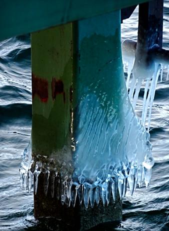 Vereister Fähranleger bei Seeshaupt am Starnberger See