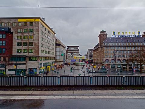 Blick auf den Einstieg zur Fußgängerzone Kettwiger Straße