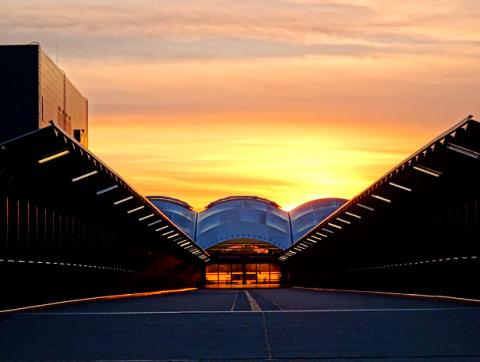 U-Bahnhof Fröttmaning bei Sonnenuntergang