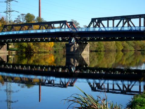 Alte Eisenbahnbrücke an der Ruhr Essen Horst /  Bochum Dahlhausen