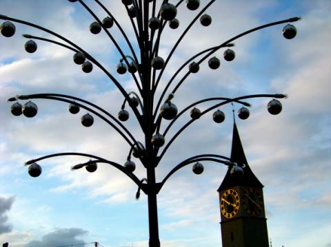Blick auf den Turm von St. Peter Zürich