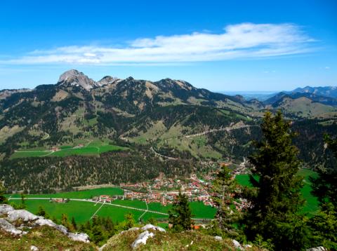 Blick vom Seeberggipfel auf Wendelstein und Bayrischzell