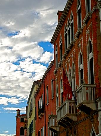 Häuserfassaden in Venedig