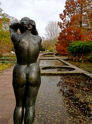Die Kämmende Skulptur auf der Freundschaftsinsel Potsdam