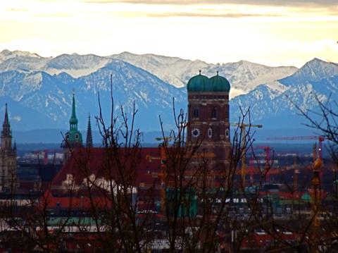 Fön-Blick auf die Frauenkirche vom Olympiaberg