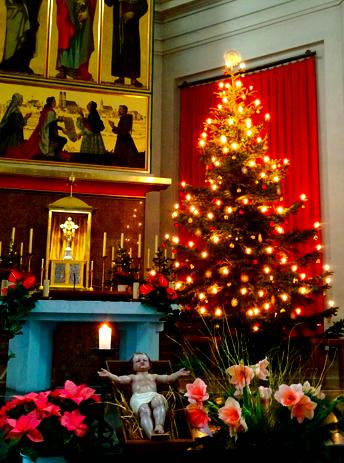 Weihnachtsdeko in der St. Josephskirche in der Maxvorstadt