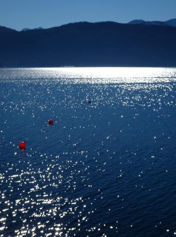 Walchensee in der Morgensonne von Urfeld aus