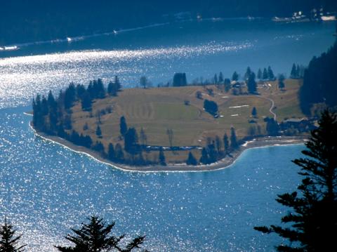 Blick vom Jochberg auf die Halbinsel Zwergern im Walchensee