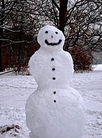 Schneemann im winterlichen Englischen Garten
