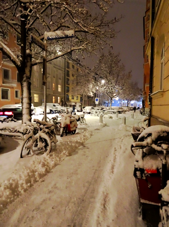 Megaschneefall in München am Abend des 25. Januars 2021 - Tangstraße, Maxvorstadt