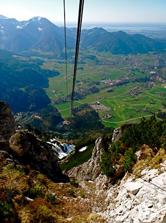 Blick vom Rauschberg auf Ruhpolding und Chiemsee
