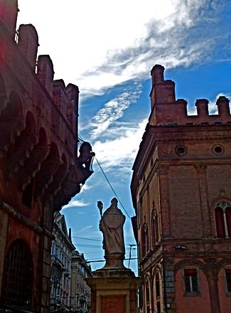 Heiliger Petronius an den Geschlechtertürmen Bolognas