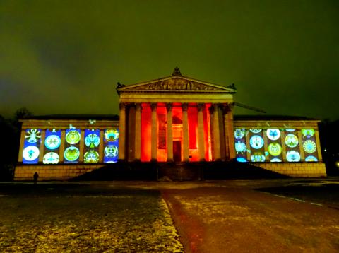 """Lichtaktion """"Kunst verbindet"""" im Kunstareal München"""