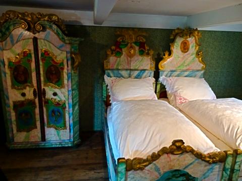 Schlafzimmereinrichtung im Freilichtmuseum Glentleiten