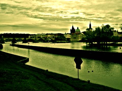 Prag Moldau Karlsbrücke