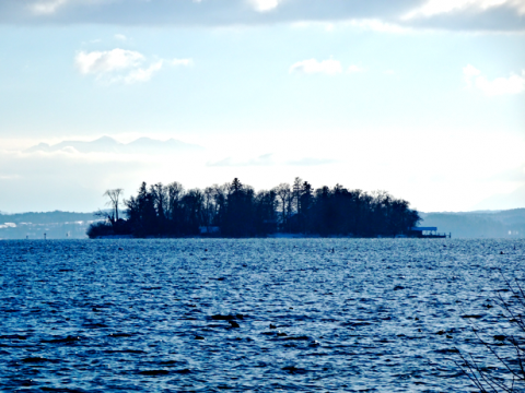 Blick auf die Roseninsel im Starnberger See