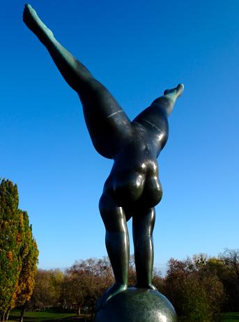 Statue Olympia Triumphans im Olympiapark München