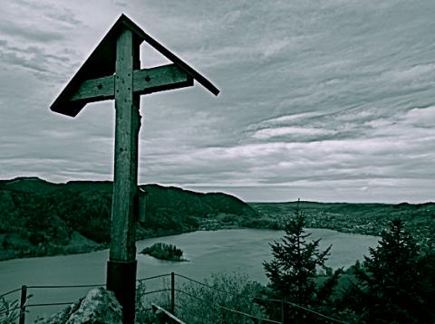Gipfelkreuz der Ruine Hohenwaldeck am Schliersee