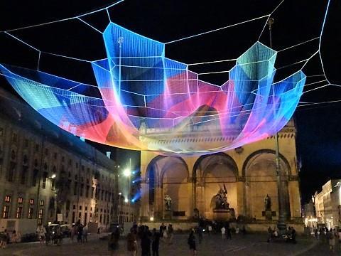 """Installation """"Earthtime 1.26 Munich"""" an der Feldherrenhalle auf dem Odeonsplatz"""