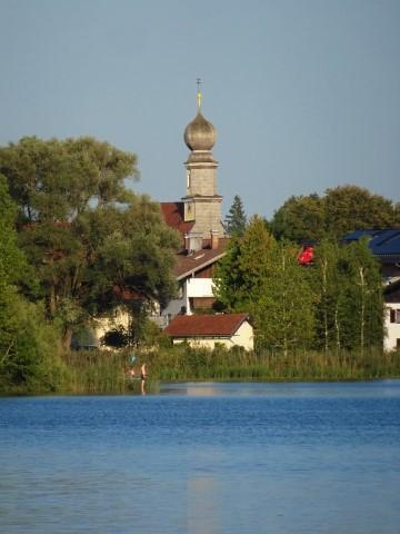 Blick auf Seeon von der Klosterinsel