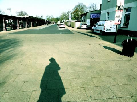Silhouette am Bahnhof Falkensee